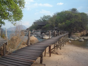 The wooden platform linking the main island to the little peninsula at Mumbo Island. (Photographs by Penny Haw.)